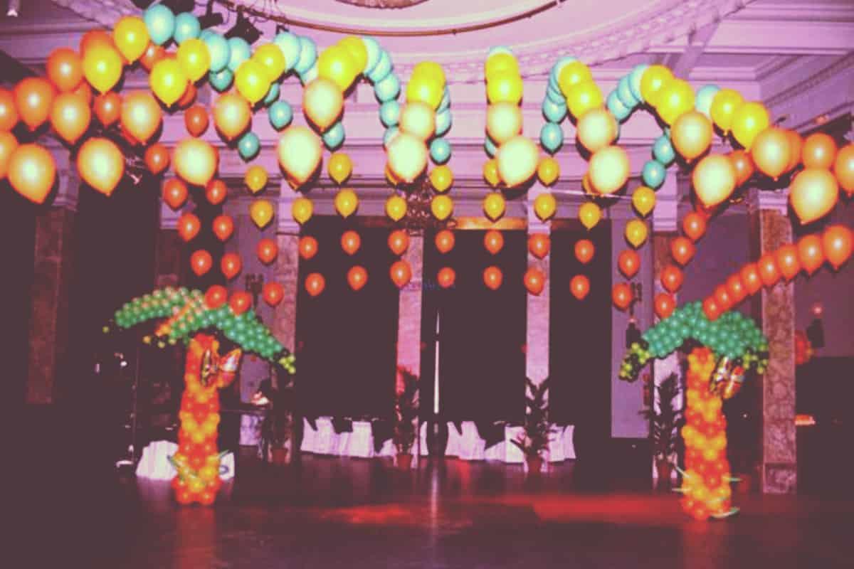 utilizar globos en evento corporativo